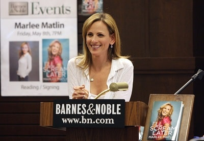 Marlee Matlin speaks at her book signing for 'I'll Scream Later' at Barnes & Noble bookstore at The Grove on May 8, 2009 in Los Angeles, California